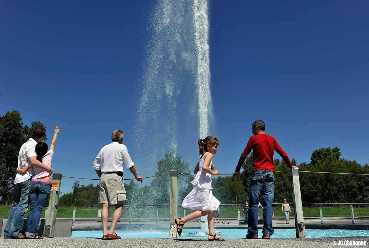 Geyser de Vulcania : un espace de découverte ludique pour explorer le phénomène des geysers
