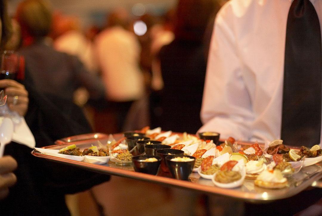 Pour votre soirée d'entreprise, Vulcania vous propose un cocktail dînatoire de produits locaux