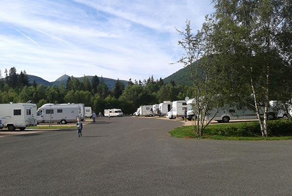 Aire de camping-cars du parc d'exploration Vulcania : séjournez dans le cadre exceptionnel de la Chaîne des Puys à deux pas du parc !