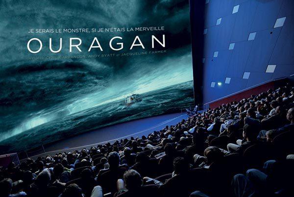 Film Ouragan projeté sur écran géant au parc d'exploration Vulcania