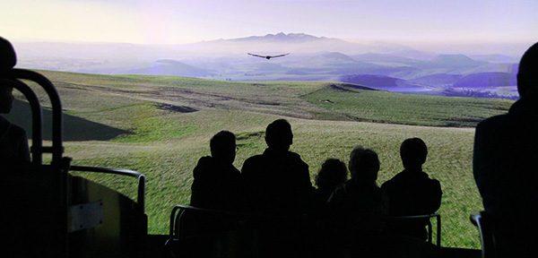 Découvrez les volcans d'Auvergne avec un parcours à thème disponible sur l'appli Vulcania