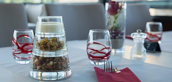Profitez d'un repas 100% régional avec des produits de qualité et vues sur l'environnement de Vulcania à la Brasserie des volcans