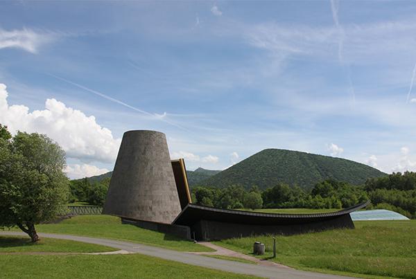 Le Parc Vulcania est géré par la société SEM Volcans